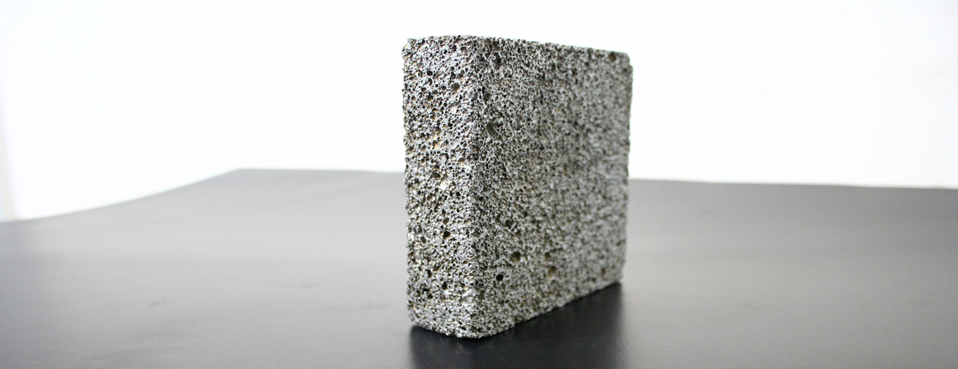 Closed-cell aluminium foam
